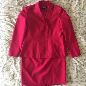 Women's 2-piece Levine Classics Dress Suit
